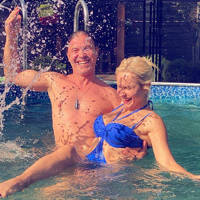 Сплошной роман: Лилия Ребрик и ее муж пошалили в бассейне