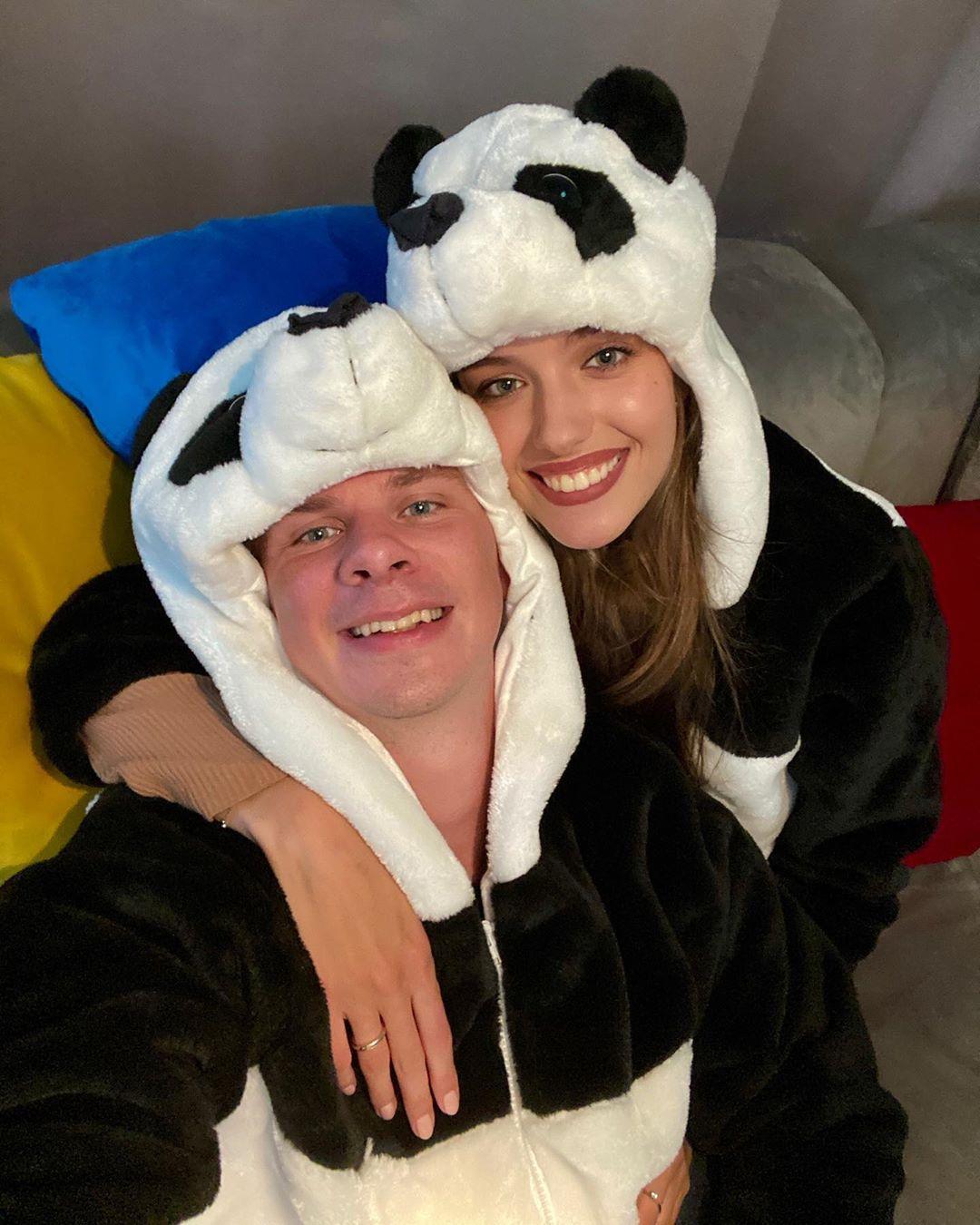 Красавчики: жена Дмитрия Комарова очаровала забавным фото с мужем