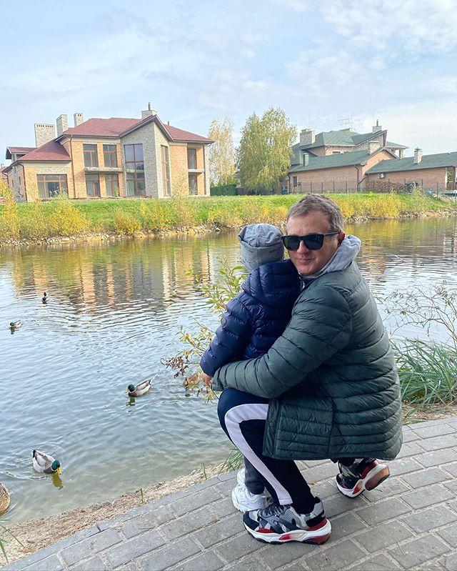 Свою важную миссию Юрий Горбунов показал в субботу с сыном: стоит кому-то