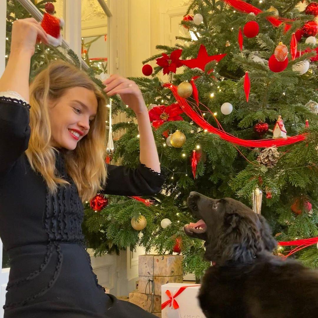 Роскошная простота: Наталья Водянова красовалась точеной фигурой в самом модном зимнем платье