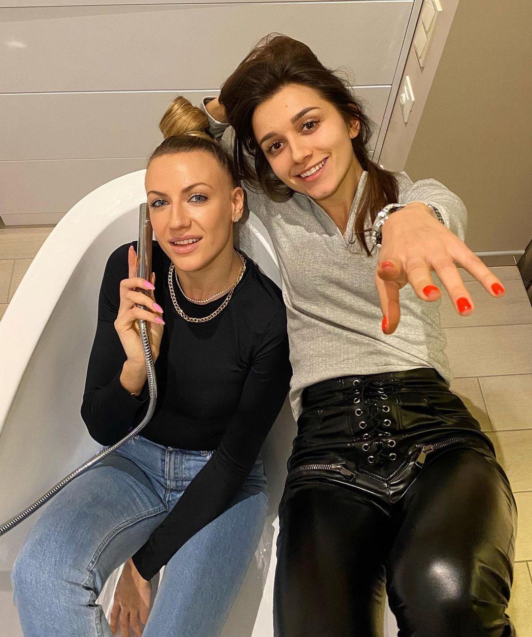 Леся Никитюк понежилась в ванной с подружкой: обворожительные красотки!