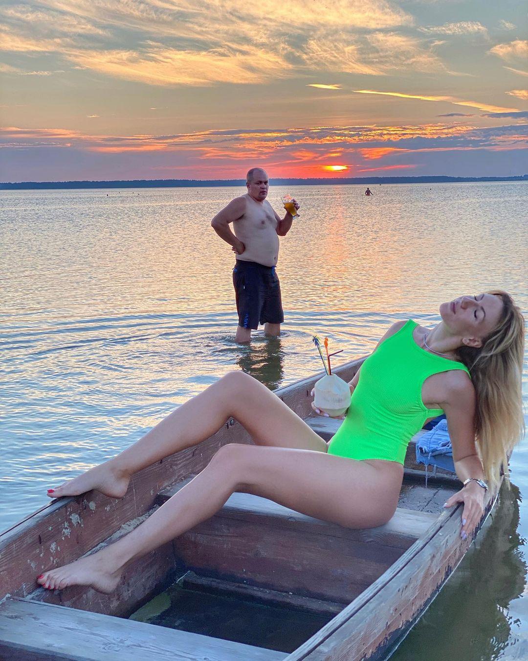 Чисти картошку, я выезжаю: Леся Никитюк взволновала сеть фото с эффектным мужчиной и призналась ему в любви