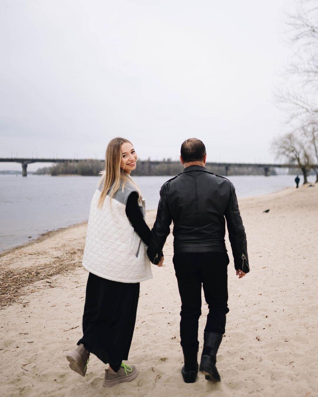 Вагітна дружина Віктора Павліка показала фото на відпочинку: такі щасливі