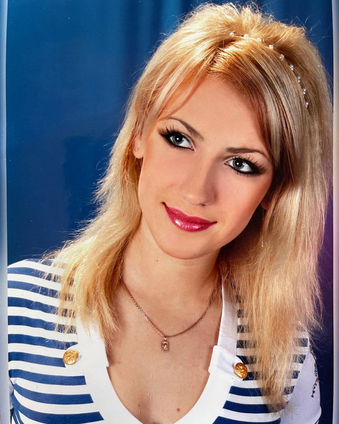 Накладні вії і мелірування: Леся Нікітюк показала себе в 18 років
