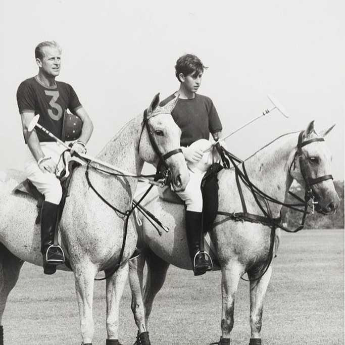 Королівська родина показала неопубліковані раніше фото Єлизавети II і принца Філіпа з правнуками