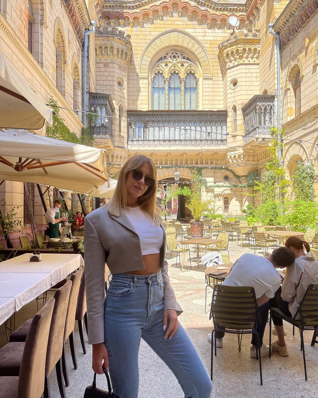 Какая леди: Леся Никитюк прогулялась по Одессе в трендовом луке