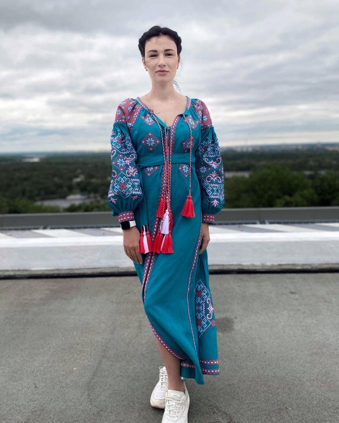 Украинские звезды похвастались колоритными нарядами в День вышиванки
