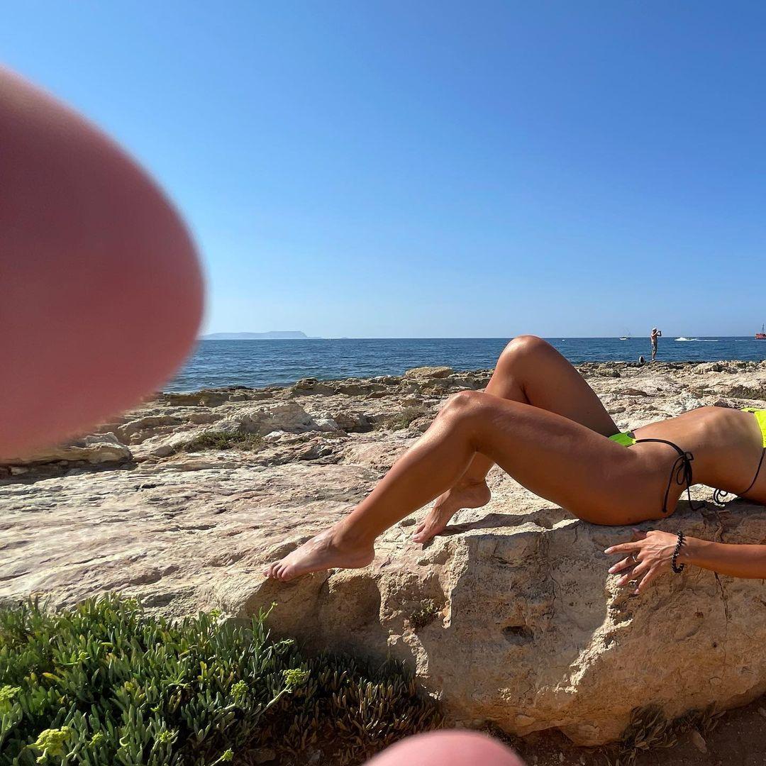 Ні краплі фотошопу: дружина Влада Ями похвалилася ідеальною фігурою в бікіні