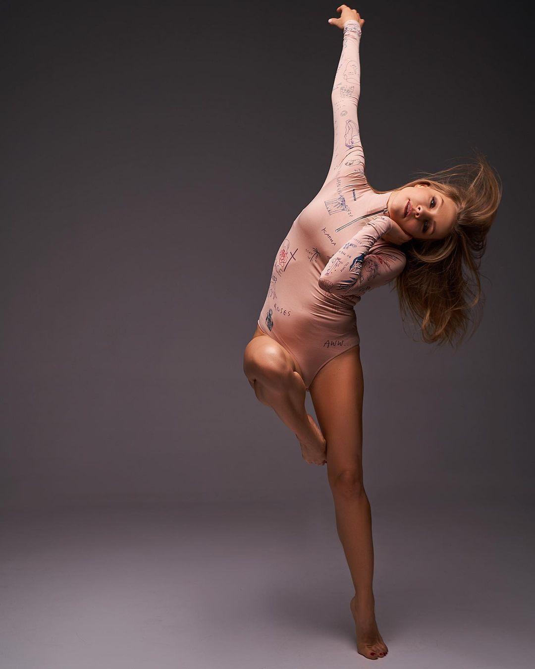 Сплошное совершенство: Алена Шоптенко красовалась идеальной фигурой в откровенном боди