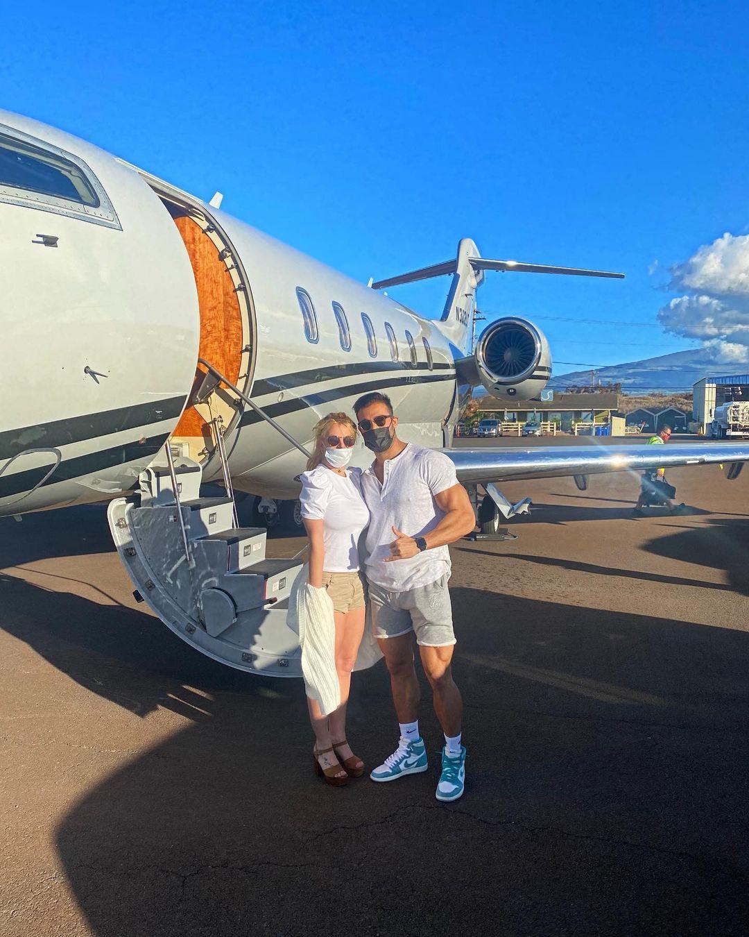 Идеальная пара: Бритни Спирс и ее молодой бойфренд порадовали романтичными фото с отдыха