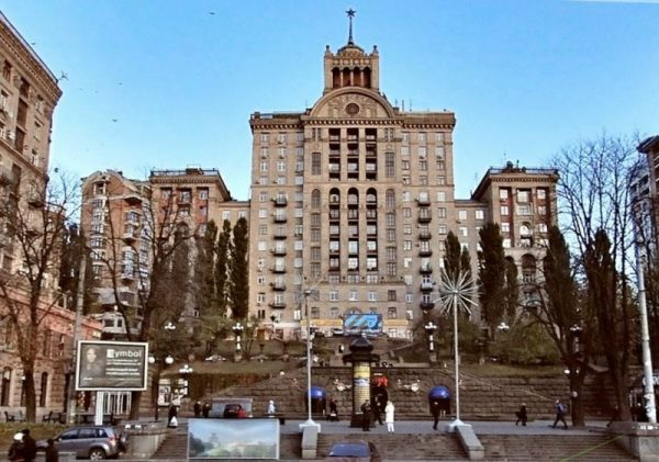 Позолота и 12 комнат: в сеть попали фото трехуровневой квартиры Данилко в центре Киева