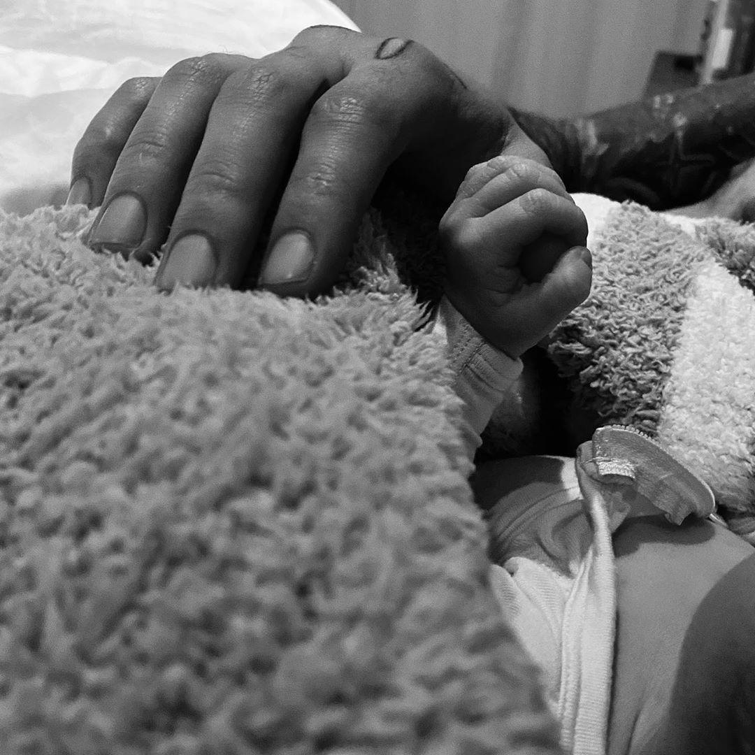 Джиджи Хадид родила дочь: первые фото малышки от счастливых родителей