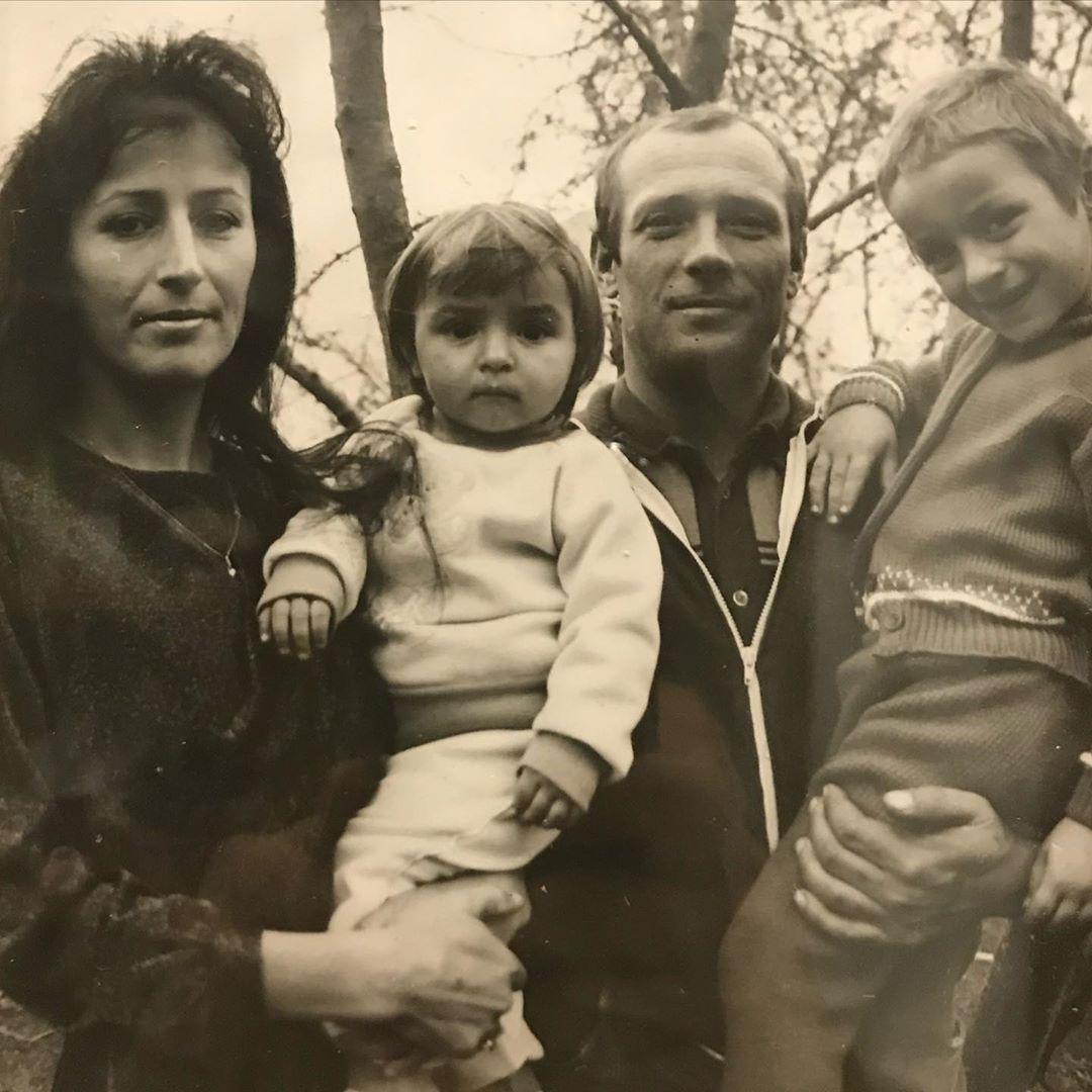 Замечательная семья: Илона Гвоздева порадовала поклонников трогательными фото с мамой