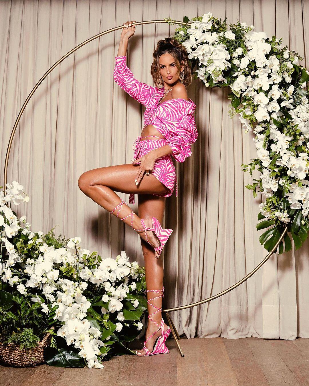 Она идеальна: у Изабель Гулар бесконечные ноги и стальной пресс в мини-шортах