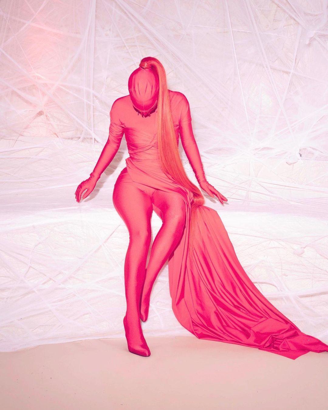 Устала быть красивой: Ким Кардашьян озадачила поклонников `` нелепым '' нарядом