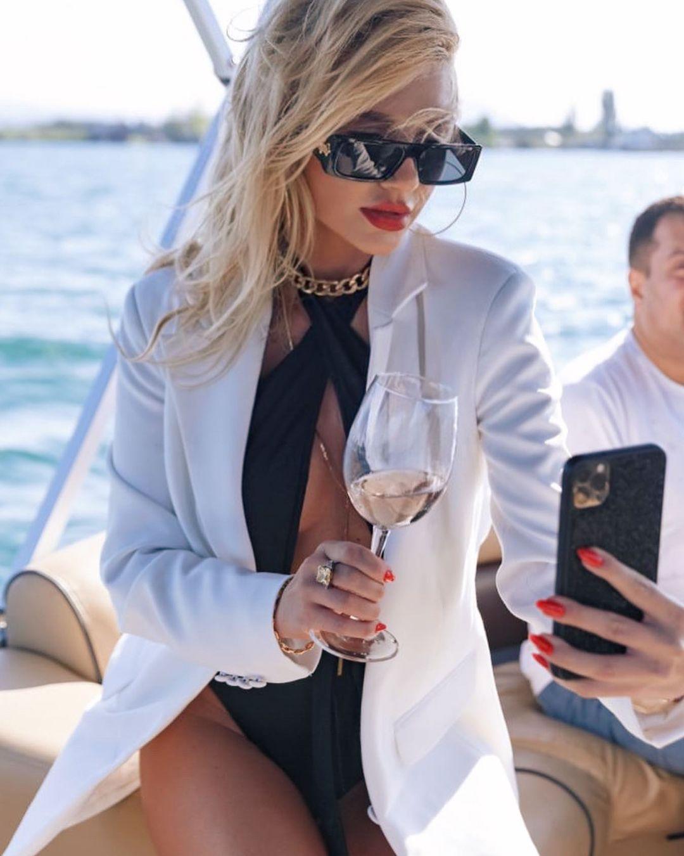 Українська поп-зірка шиканула в день народження: Rolex, яхта і надзвичайна сукня