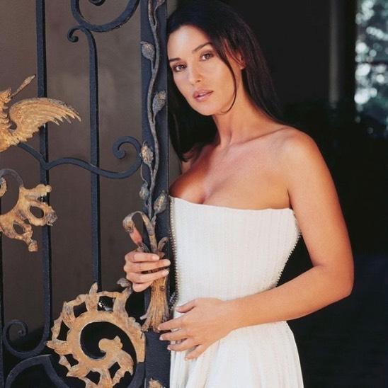 Икона красоты: 56-летняя Моника Беллуччи доказала, что выглядит не хуже, чем в юности