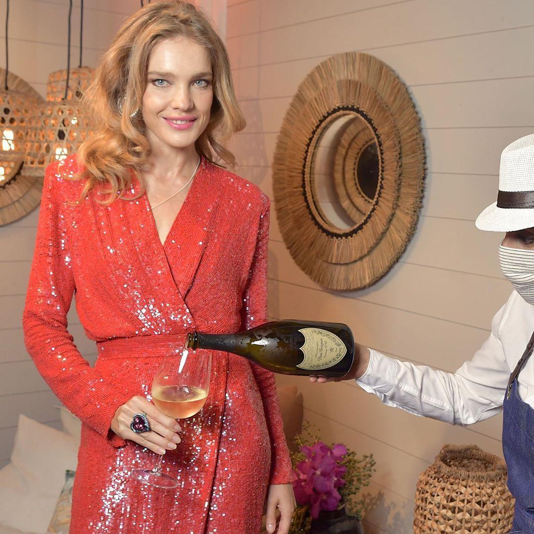 Сказочно красиво: Наталья Водянова покорила идеальной фигурой в роскошном вечернем образе