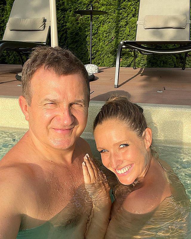 """Горбунов і Осадча топлес поніжилися в басейні і збентежили мережу: """"спекотний кайф"""""""