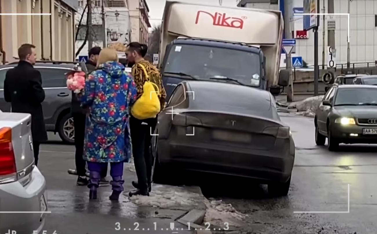 На чем ездят Тина Кароль, Оля Полякова, Могилевская и другие: видео звездного автопарка