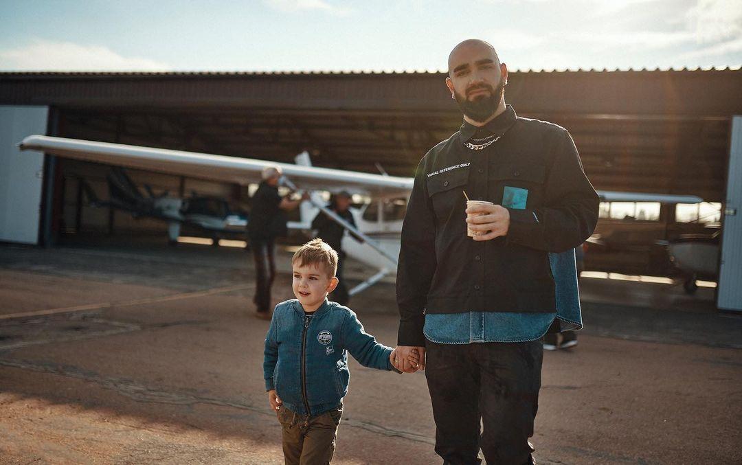 Самая сладкая семья: Юлия Санина порадовала поклонников трогательными фото с мужем и сыном