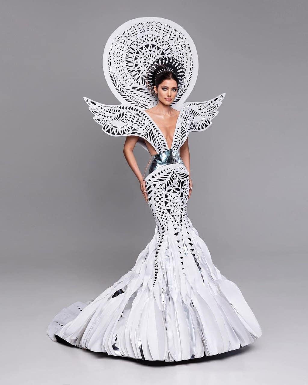 Мисс Вселенная 2021: украинская красавица показала новый вечерний наряд для финала