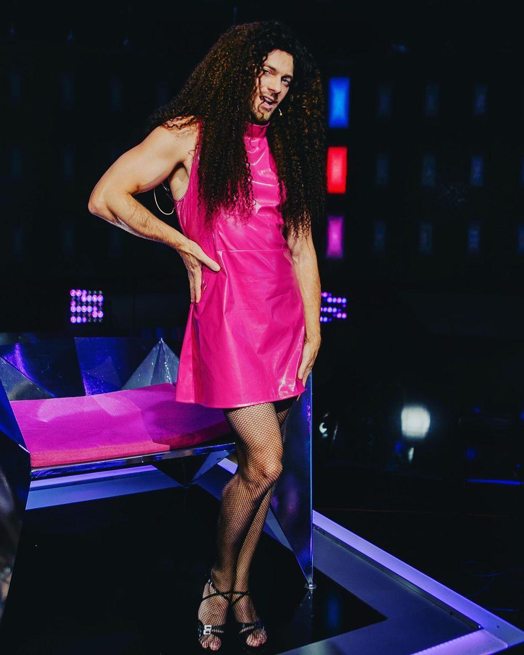 И снова эта милашка: Влад Яма в розовом платье и с длинными темными волосами шокировал поклонников