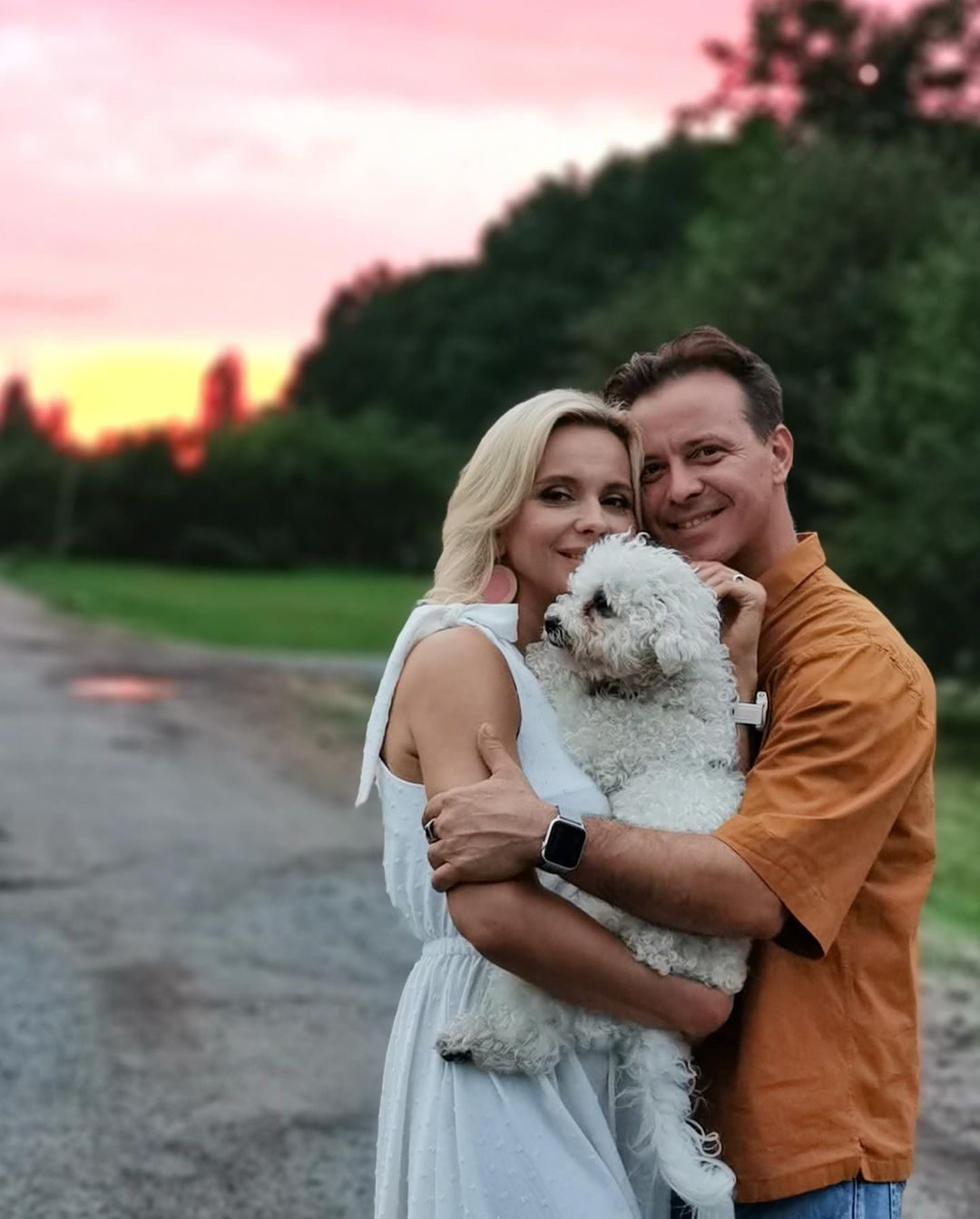 В объятиях любимого: Лилия Ребрик покорила нежностью с мужем на фоне яркого заката