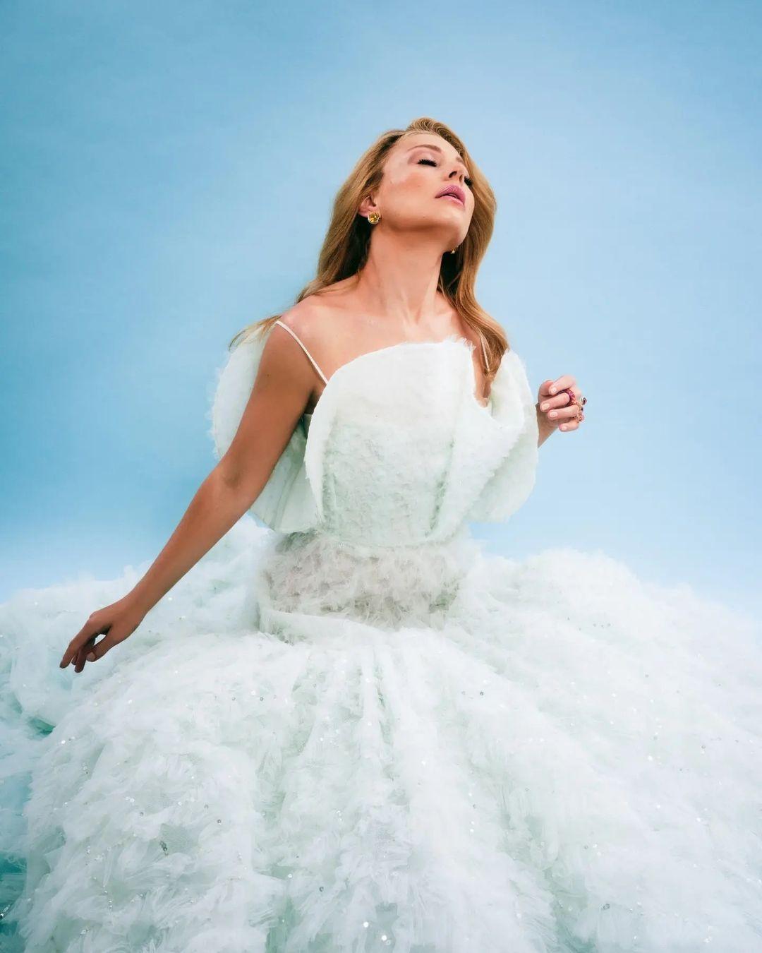 Принцесса из сказки: Тина Кароль заворожила роскошным концертным образом