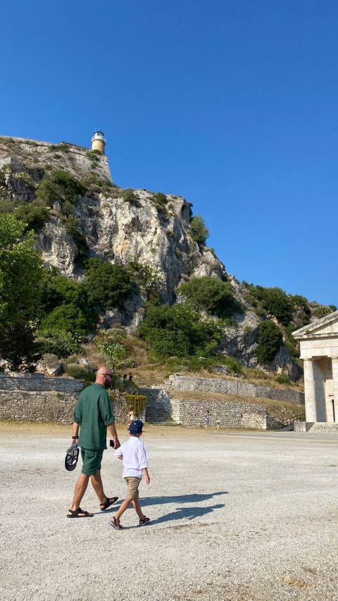 Греческая богиня: Юлия Санина восхитила стройной фигурой в купальнике