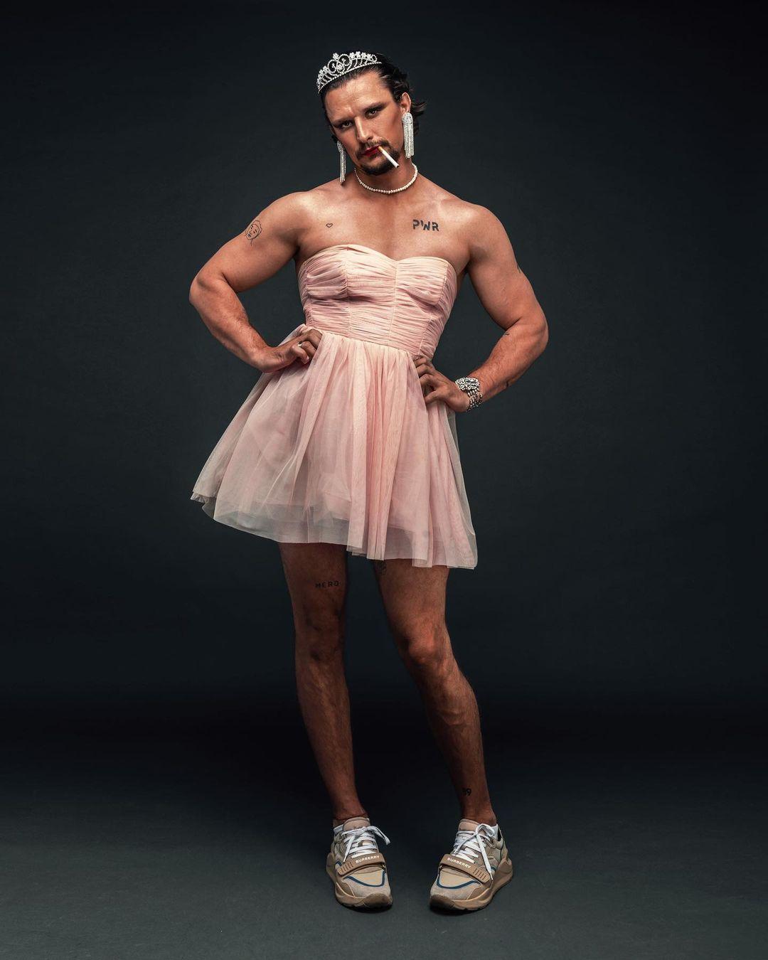 В розовом платье и тиаре: Тарас Цымбалюк ошеломил эпатажным фотосетом