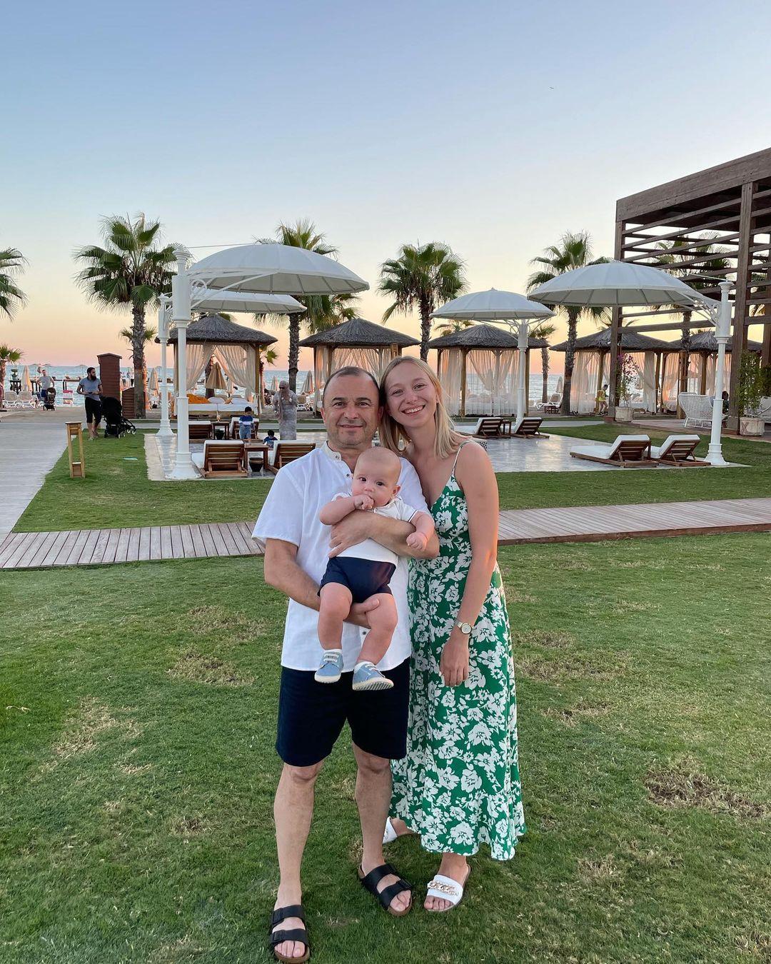 Ми видихаємо: дружина Павлика розчулила сімейним фото і розповіла про відпочинок з малюком