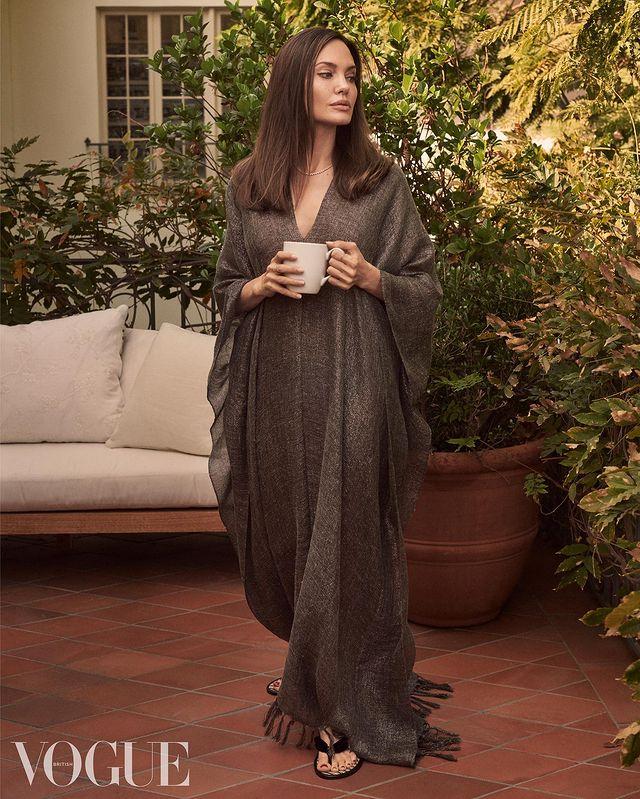 Теперь уже точно: 46-летняя Анджелина Джоли крутит роман с молодым рэпером