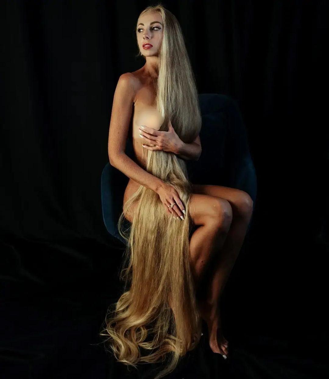 Вот так выглядит сегодня одесситка, которая не стрижет волосы уже 30 лет: невероятные фото
