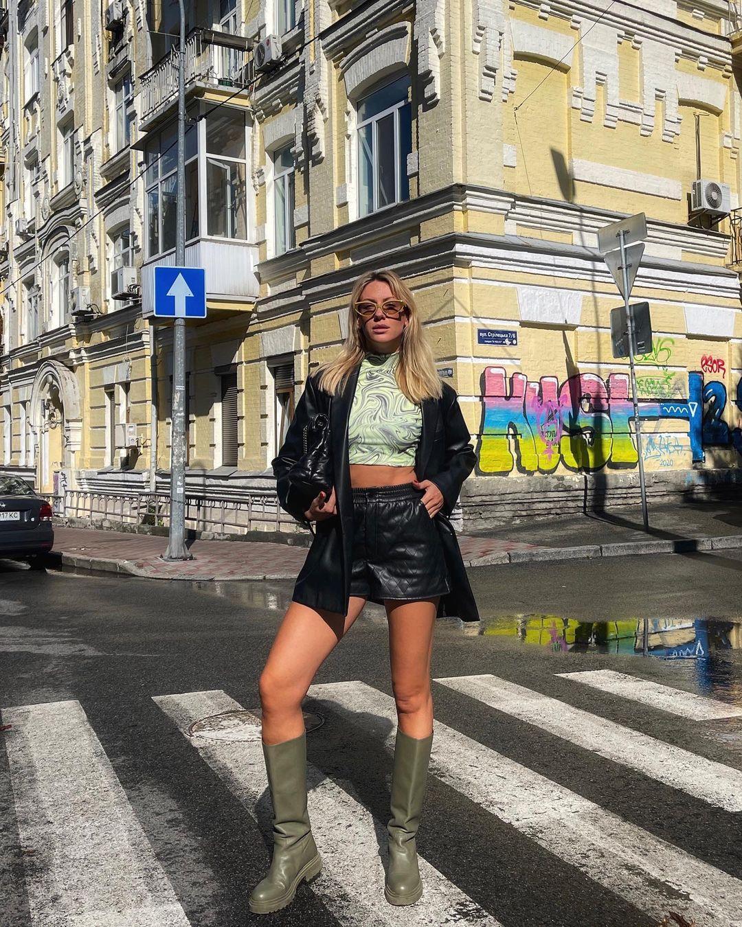 Смілива Нікітюк у шкіряних шортах заговорила про особисте: дощ приховує мої сльози