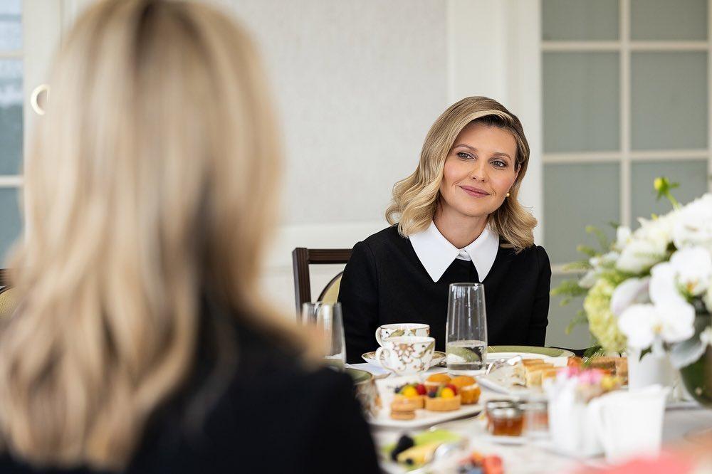 Лаконічно і стильно: Олена Зеленська захопила новим бездоганним образом на зустрічі в США